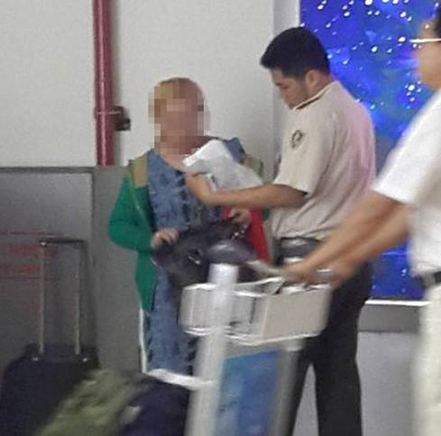 Xác minh lại thông tin bé gái bị bạo hành ở sân bay Tân Sơn Nhất - ảnh 2