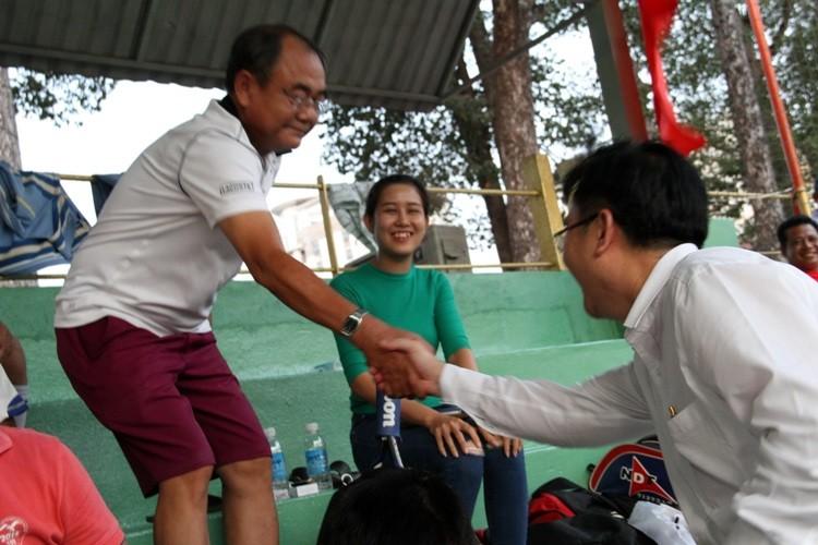 Đá bóng gây quỹ giúp dân nghèo - ảnh 13