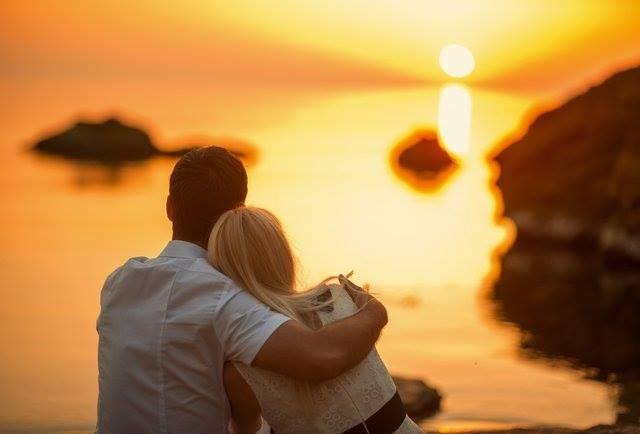 """6 cách để nói """"Anh yêu em"""" mà không cần mở lời - ảnh 1"""