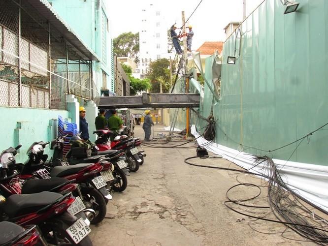 Xe cẩu chục tấn đè sập trường mầm non giữa trung tâm thành phố - ảnh 2