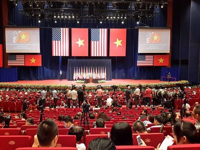 Ông Obama phát biểu tại Hà Nội: 'Từ đây người biết thương người' - ảnh 5
