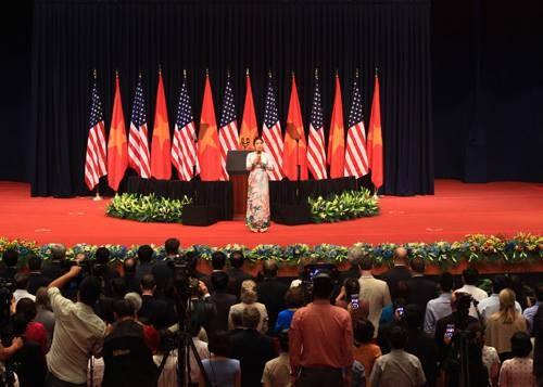 Ông Obama phát biểu tại Hà Nội: 'Từ đây người biết thương người' - ảnh 6