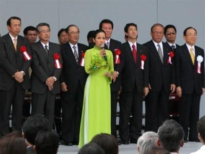 Ca sĩ Mỹ Linh hát Quốc ca trước Tổng thống Mỹ - ảnh 3
