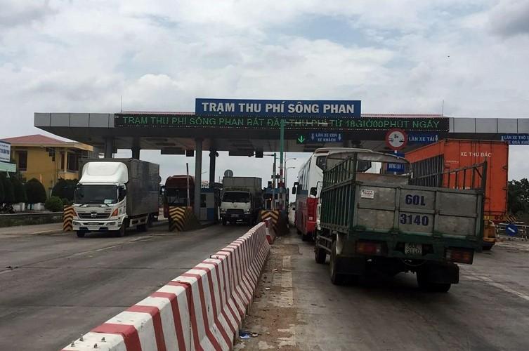 Trạm thu phí Sông Phan tái hoạt động sau 4 ngày tạm ngưng - ảnh 1