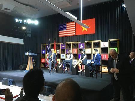 Tổng thống Obama kết thúc ngày làm việc đầu tiên tại TP.HCM - ảnh 20