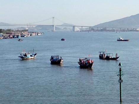 Ghi nhanh về vụ chìm tàu du lịch trên sông Hàn - ảnh 6