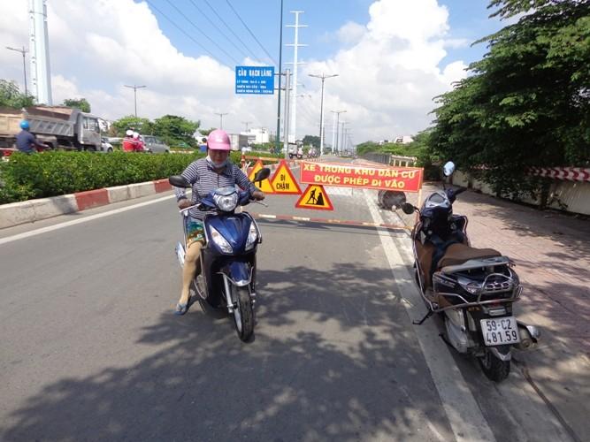 Chuyên gia phân tích những vết nứt 'lạ' trên đường Phạm Văn Đồng - ảnh 2