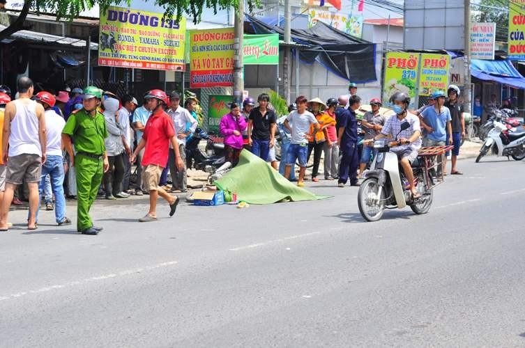 Né xe chở phế liệu, một thanh niên bị xe tải đâm tử vong - ảnh 1