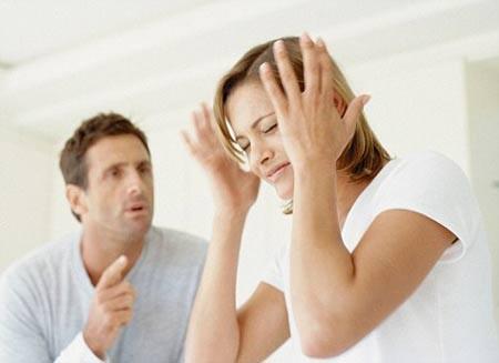 Dấu hiệu bạo hành âm thầm trong gia đình - ảnh 2