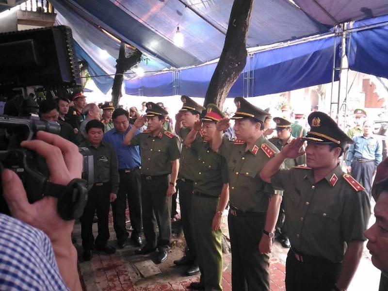 Bộ trưởng Bộ Công an viếng đám tang bí thư, chủ tịch HĐND tỉnh Yên Bái - ảnh 2