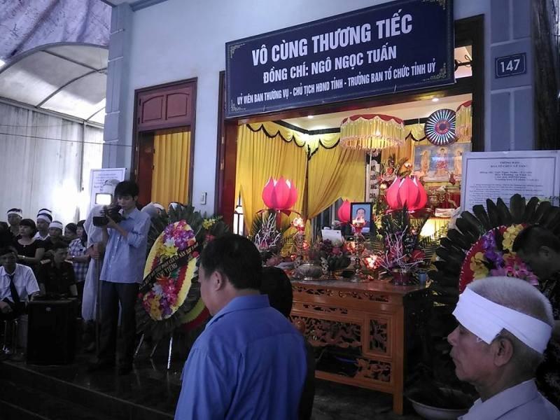 Bộ trưởng Bộ Công an viếng đám tang bí thư, chủ tịch HĐND tỉnh Yên Bái - ảnh 3