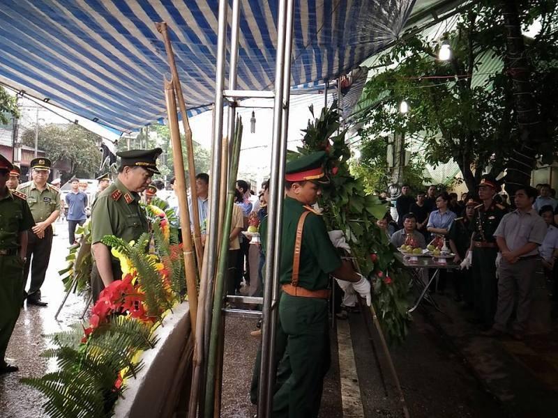 Bộ trưởng Bộ Công an viếng đám tang bí thư, chủ tịch HĐND tỉnh Yên Bái - ảnh 6