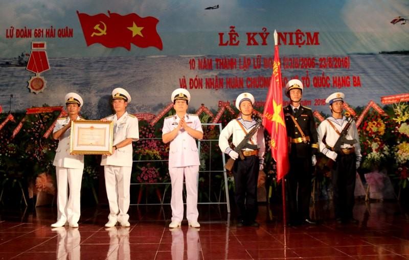Lữ đoàn 681 Hải quân nhận huân chương Bảo vệ Tổ quốc hạng Ba - ảnh 1