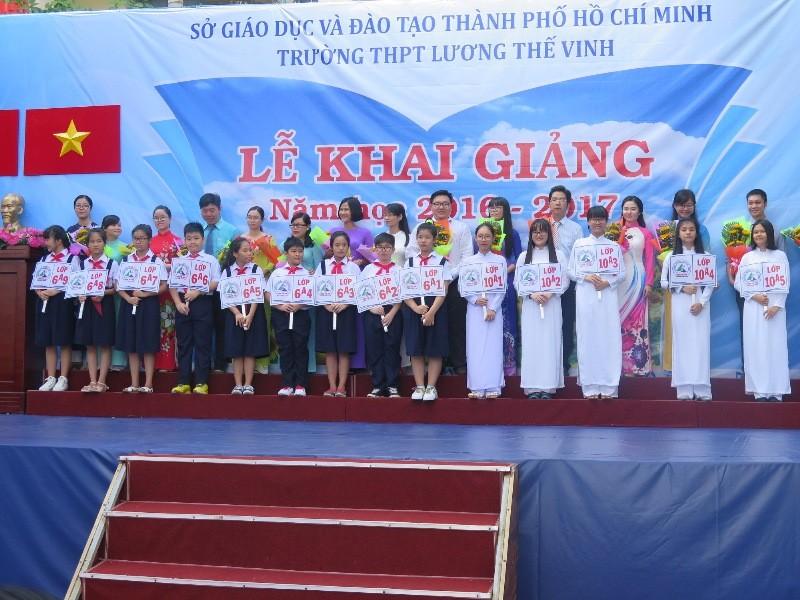 Bí thư Đinh La Thăng gióng trống khai giảng năm học mới - ảnh 9