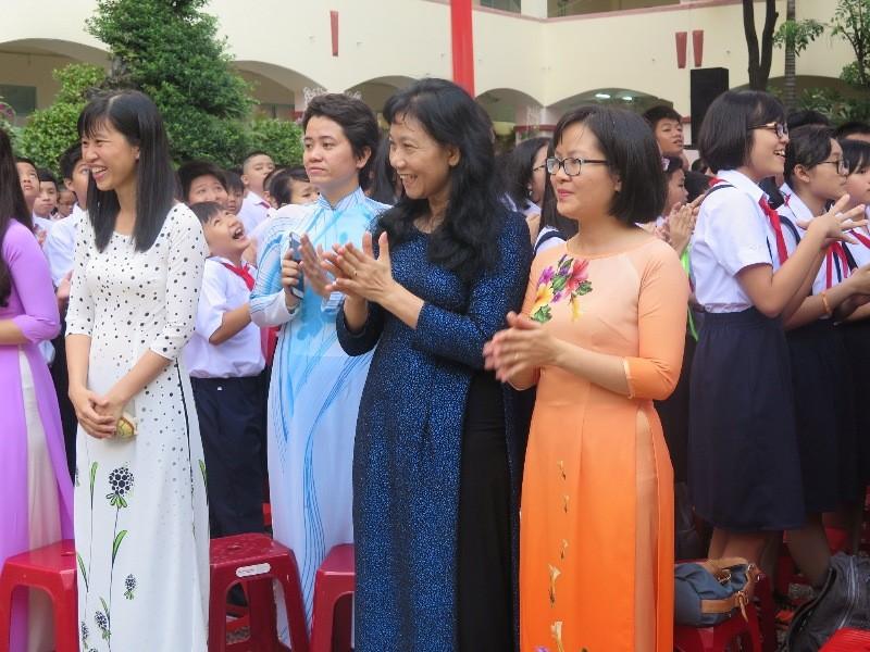 Bí thư Đinh La Thăng gióng trống khai giảng năm học mới - ảnh 8