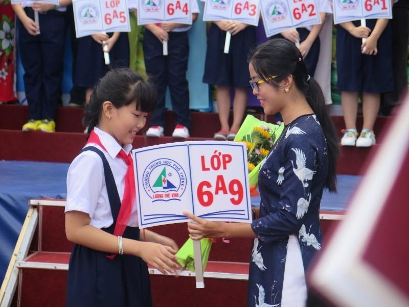 Bí thư Đinh La Thăng gióng trống khai giảng năm học mới - ảnh 4