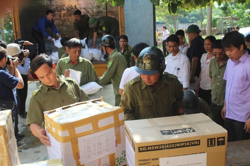 Bộ Thông tin-Truyền thông trao quà cứu trợ tại Hà Tĩnh - ảnh 6