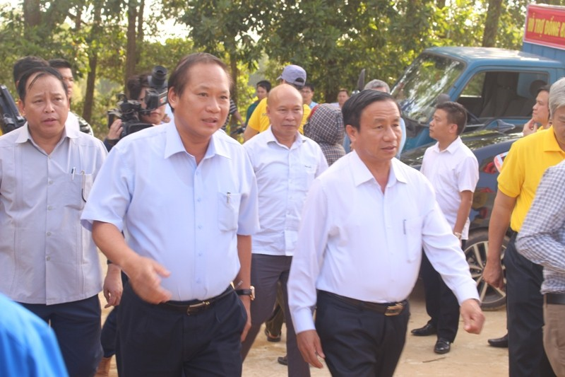 Bộ Thông tin-Truyền thông trao quà cứu trợ tại Hà Tĩnh - ảnh 7