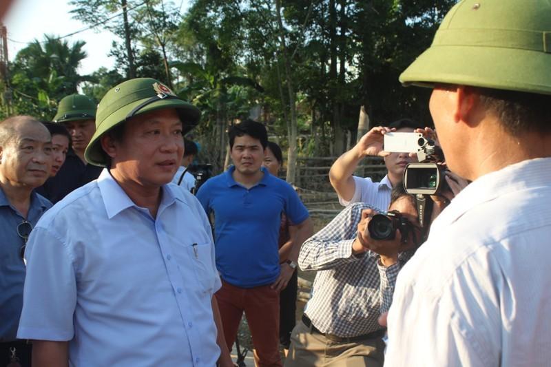 Bộ Thông tin-Truyền thông trao quà cứu trợ tại Hà Tĩnh - ảnh 8