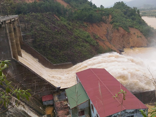 Đừng để thủy điện trở thành nỗi ám ảnh mùa mưa lũ - ảnh 1