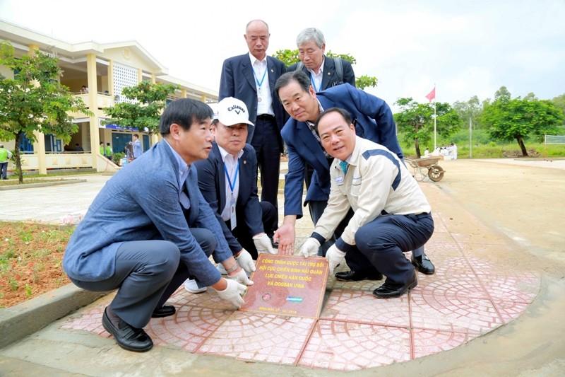 Hàn Quốc ký hợp tác từ thiện xã hội ở Quảng Ngãi   - ảnh 1