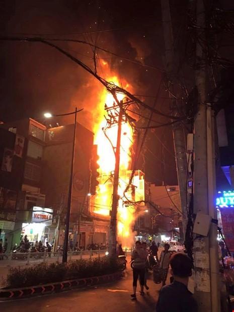 Cháy quán karaoke và những cái chết trong phòng kín - ảnh 2