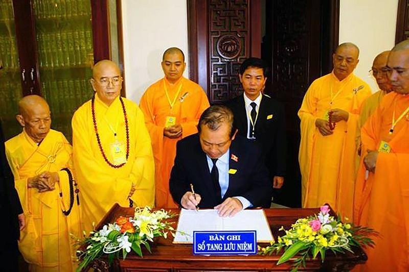 Phó Thủ tướng viếng hòa thượng Thích Chơn Thiện - ảnh 1