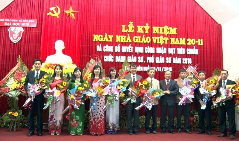 Đại học Huế có thêm 21 giáo sư, phó giáo sư - ảnh 1