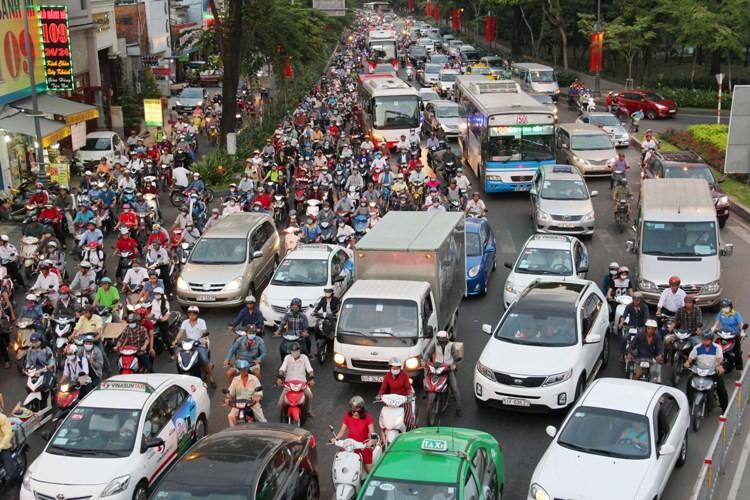 Vận động hành khách tới sân bay Tân Sơn Nhất một mình - ảnh 2