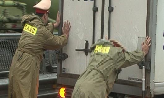 Để không còn tình trạng chống đối cảnh sát giao thông - ảnh 7