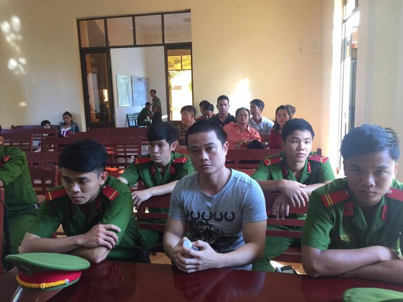 Bị cáo kêu oan Đặng Văn Hải tại TAND thị xã Hồng Ngự sáng nay 20-1