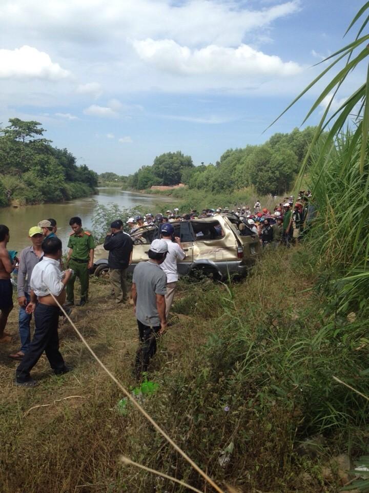 Gần 2 ngày mới phát hiện xe mất tích dưới đáy sông - ảnh 2