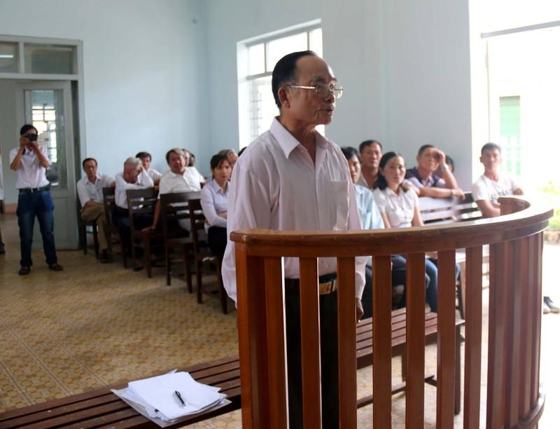 Nguyên Chủ tịch Hội Văn học Nghệ thuật ra tòa - ảnh 1