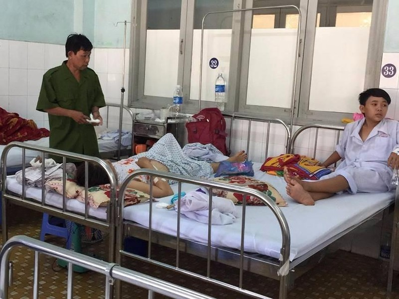 Cha phóng hỏa, 2 mẹ con nhập viện vì bỏng - ảnh 3