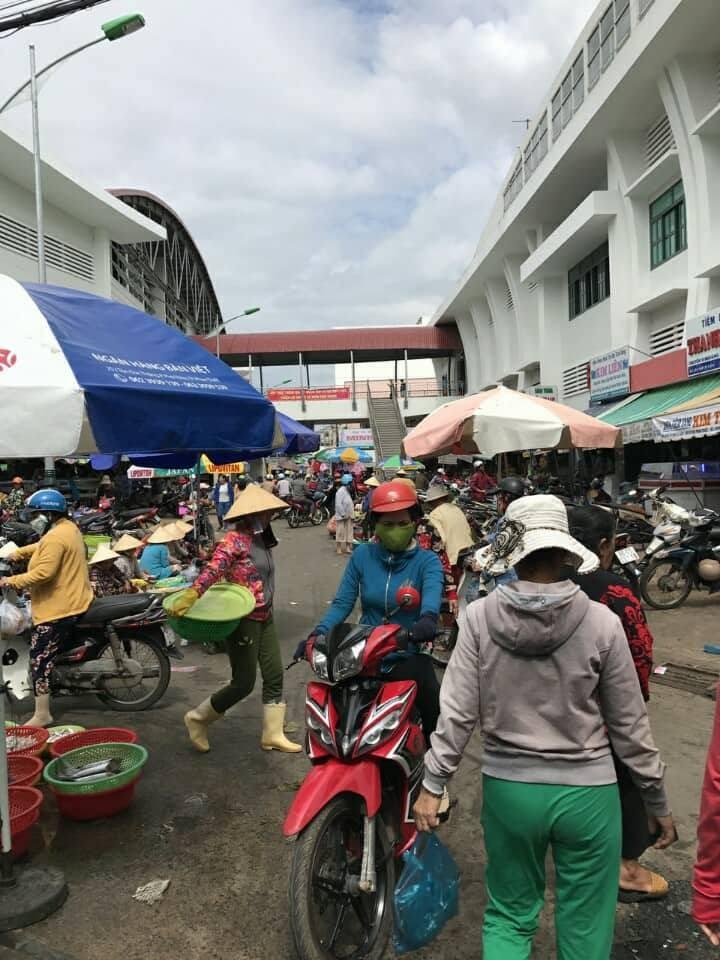 Nợ lương, bảo vệ chợ Phan Thiết đồng loạt bỏ việc - ảnh 1
