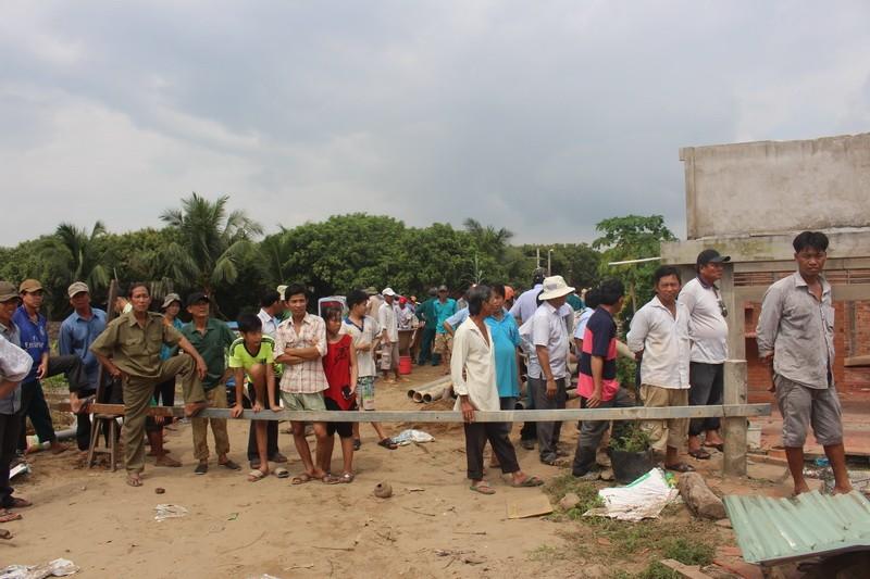 Bốn nhà dân bất ngờ đổ nhào xuống sông Cổ Chiên - ảnh 5