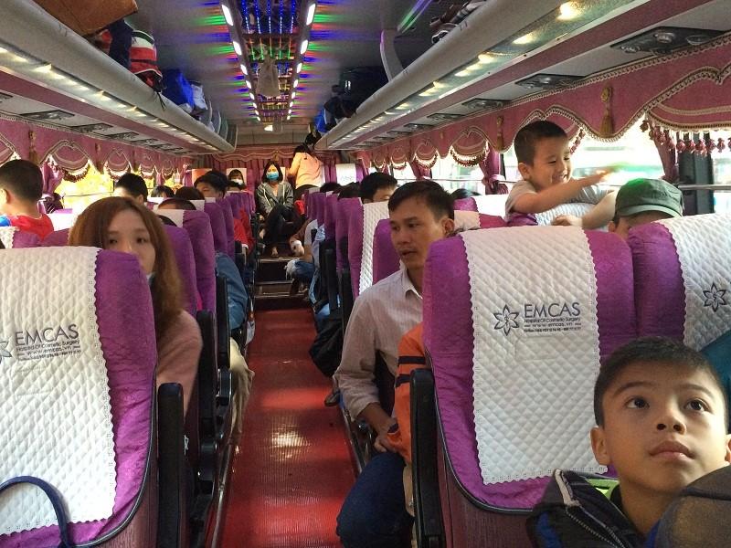 1000 công nhân về quê ăn Tết trên chuyến xe nghĩa tình - ảnh 5