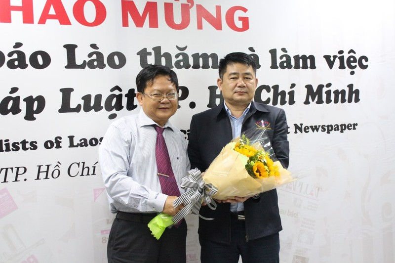 Đoàn nhà báo Lào thăm báo Pháp Luật TP.HCM - ảnh 4