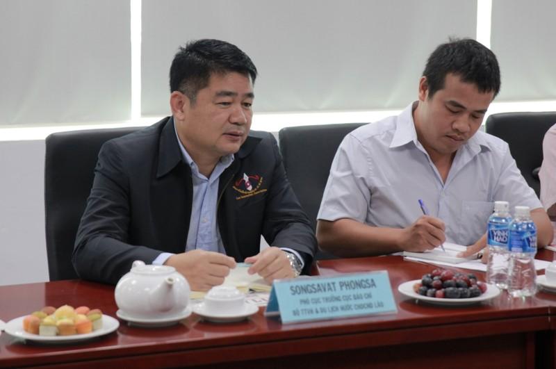 Đoàn nhà báo Lào thăm báo Pháp Luật TP.HCM - ảnh 2