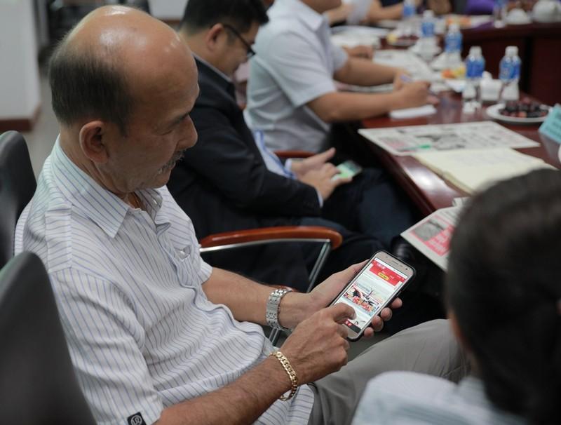 Đoàn nhà báo Lào thăm báo Pháp Luật TP.HCM - ảnh 3