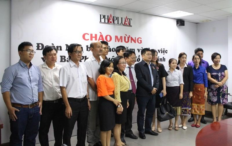 Đoàn nhà báo Lào thăm báo Pháp Luật TP.HCM - ảnh 5