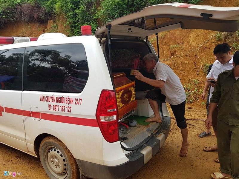 Trăm người tìm 18 nạn nhân bị đất đá vùi lấp - ảnh 14