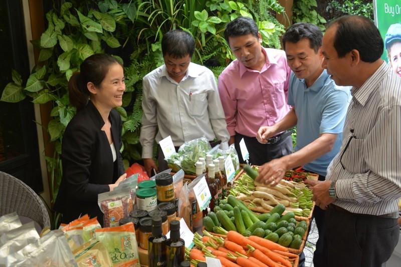 Trang trại rau đầu tiên của Việt Nam được Mỹ, EU chứng nhận hữu cơ - ảnh 1