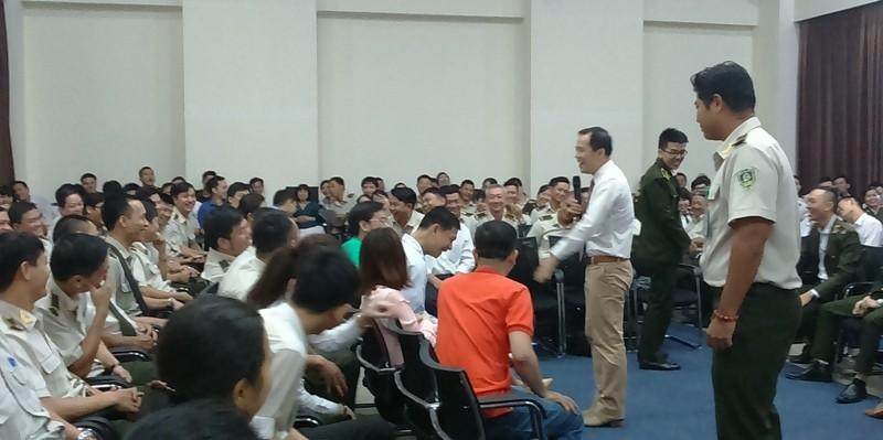 Sân bay Tân Sơn Nhất cải thiện ứng xử với 'thượng đế' - ảnh 1