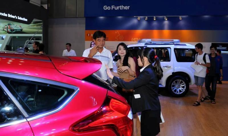Thuế tăng khiến người Việt giảm mua ô tô nhập khẩu  - ảnh 1