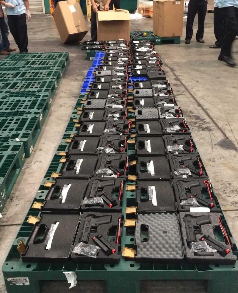 TP.HCM: Tịch thu 94 khẩu súng, hàng trăm băng đạn - ảnh 1