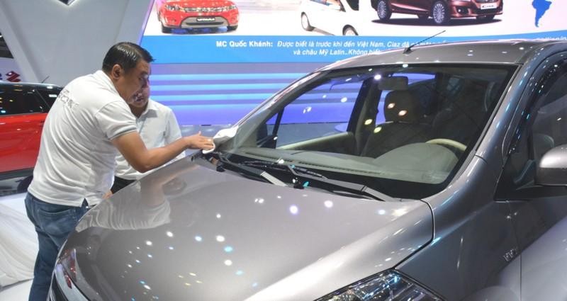 Ô tô tiếp tục giảm giá cả trăm triệu đồng/chiếc  - ảnh 1