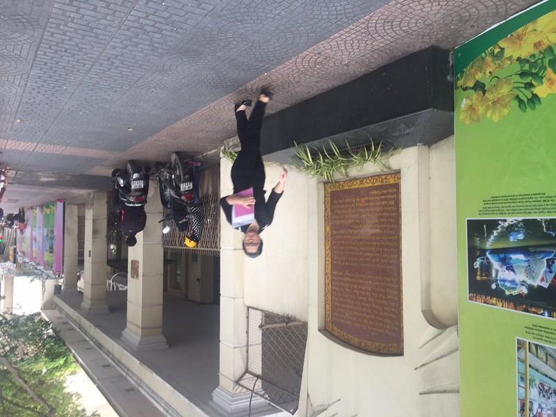 Dọn vỉa hè: đập bồn hoa trăm tuổi đường Đồng Khởi - ảnh 3