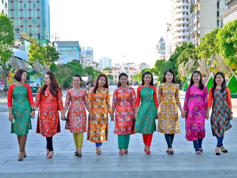 Các nữ Facebooker được chọn trình diễn áo dài - ảnh 2