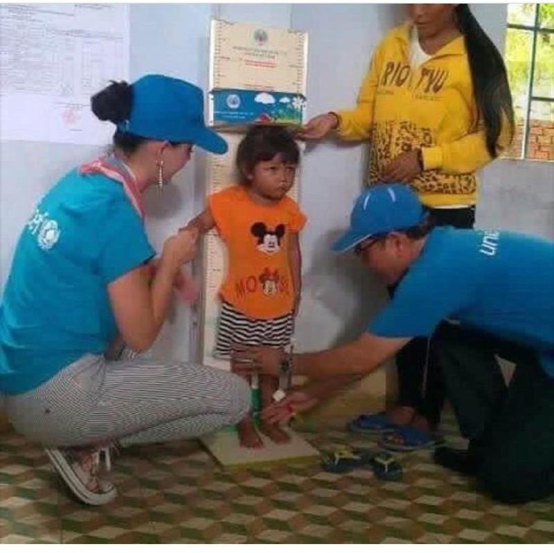 Ca sĩ Katy Perry đến với trẻ em Ninh Thuận - ảnh 3